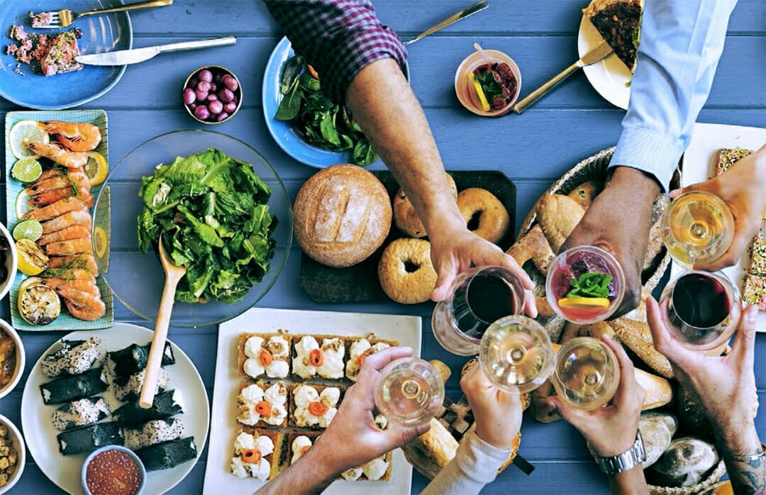 Never Eat Alone! The Benefits of Eating With Others » Brain World